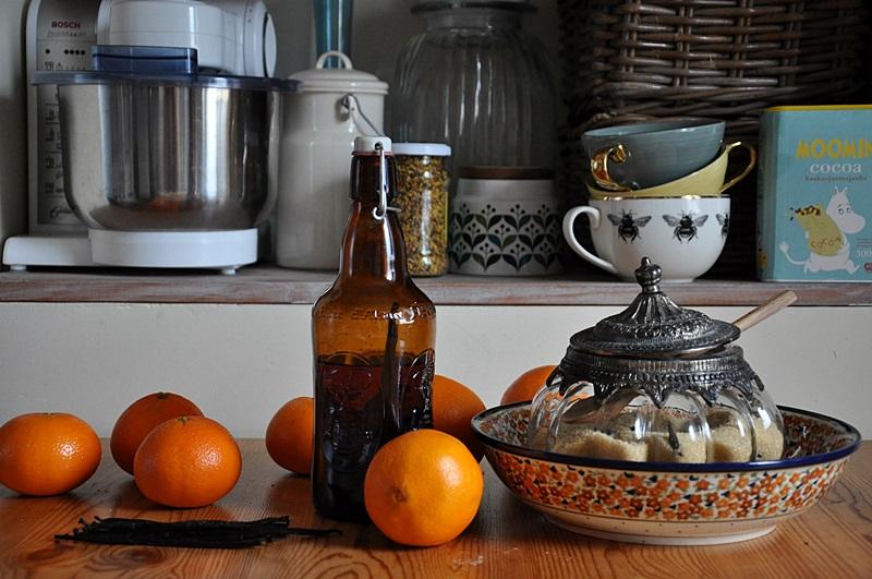 Jak zrobić domowym sposobem esencję waniliową, cukier waniliowy i skórkę pomarańczową?