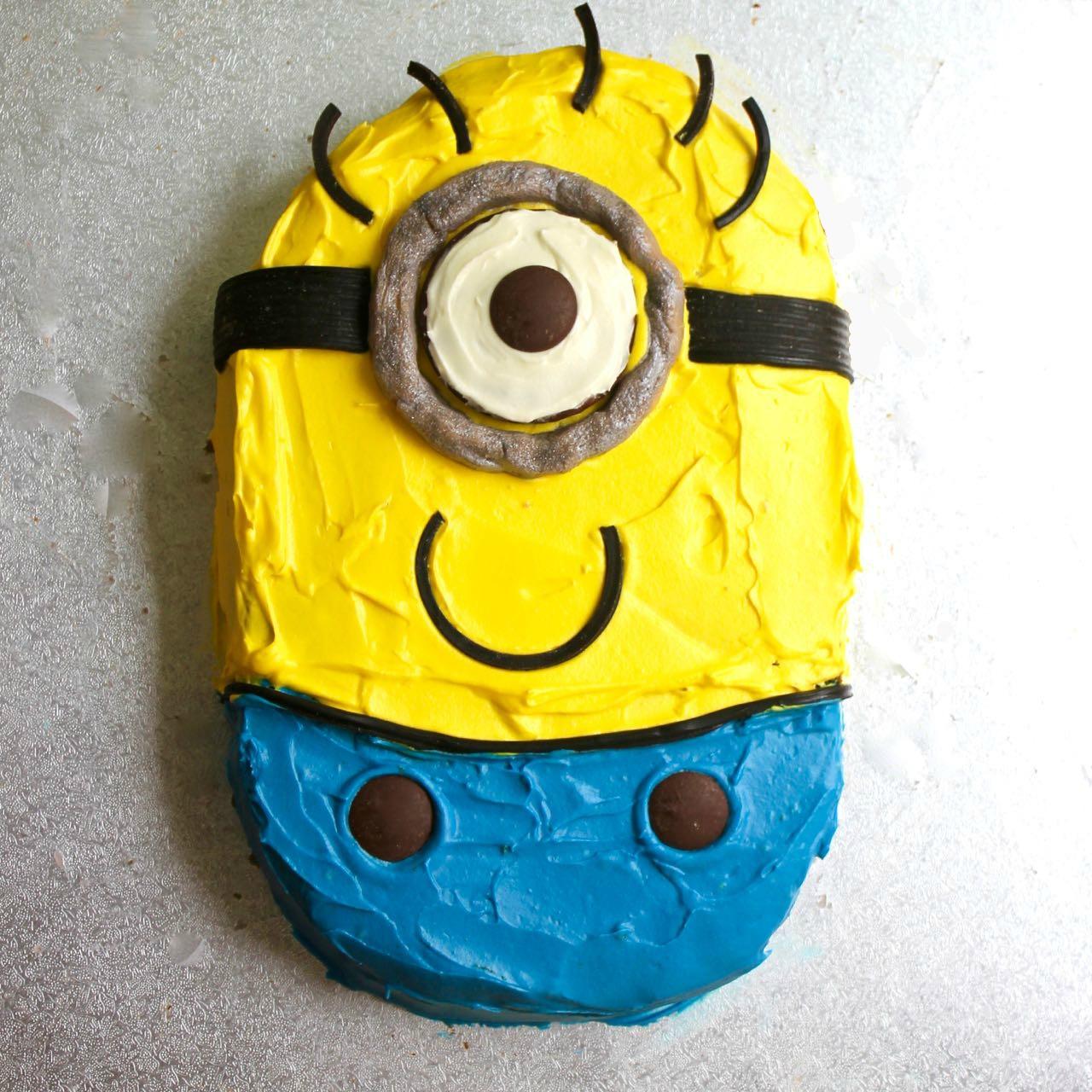 Making A Minion Cake