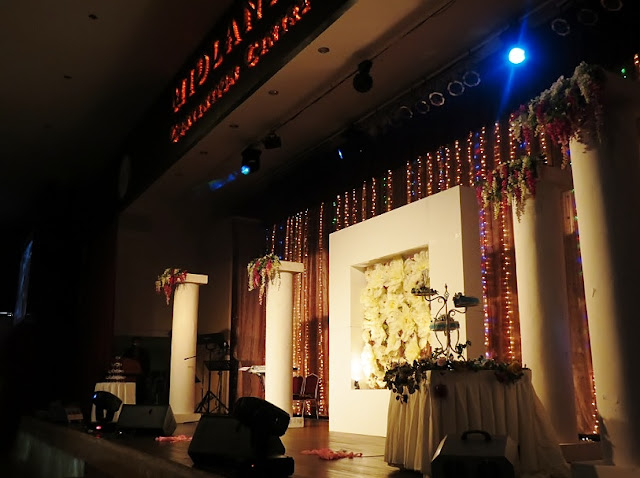 stage fairy light decor