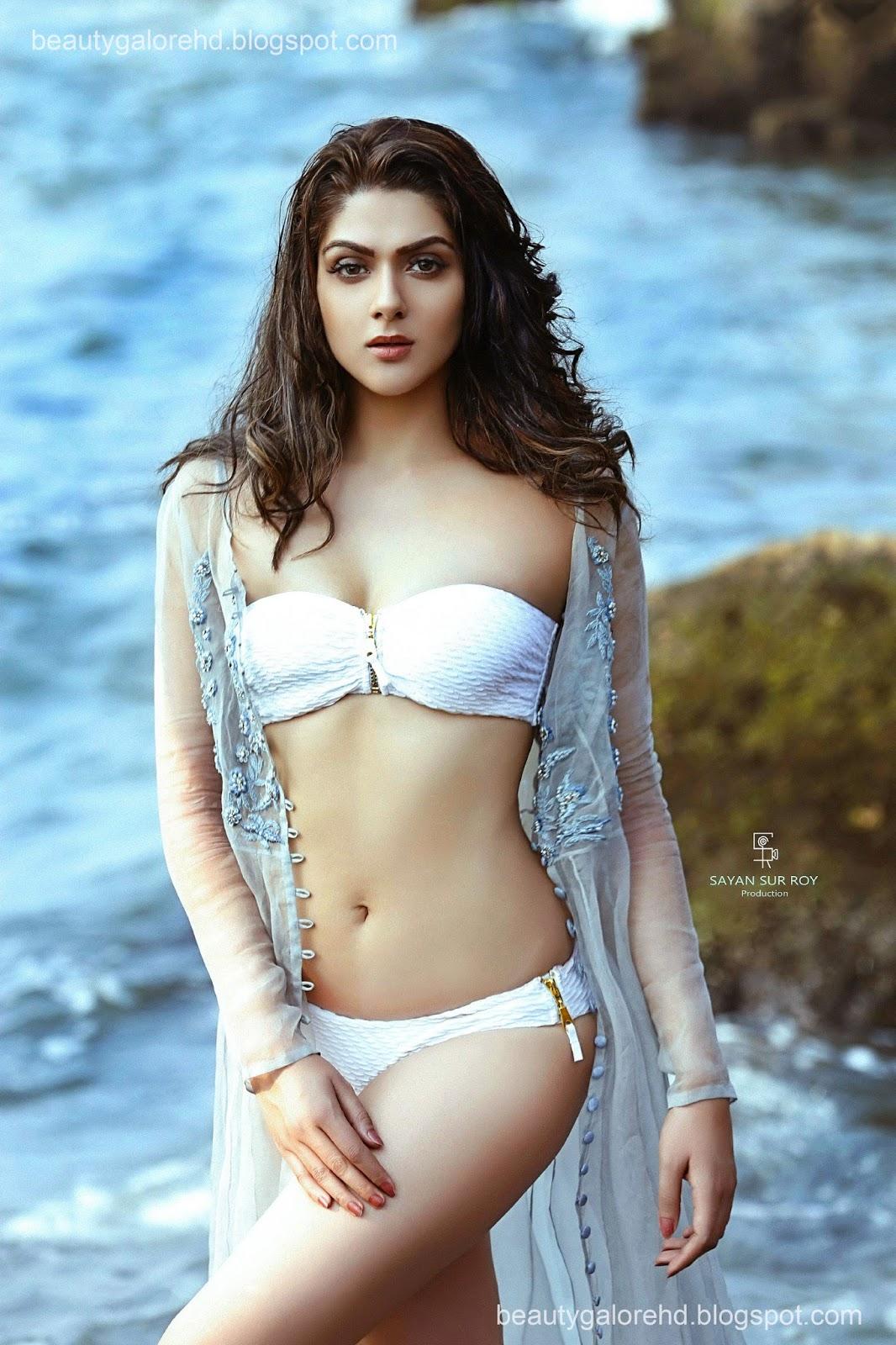 Beauty Galore Hd  Sakshi Chaudhary First Time Bikini -3894