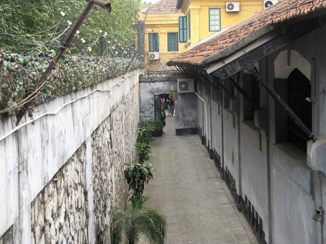 hoa lo prison hanoi vietnam