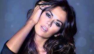 Enojo de Modelo Argentina Karina Jelinek