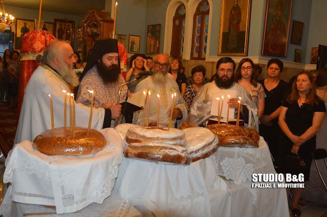 Γιορτάζει ο Ιερός Ναός της Αγίας Τριάδας στο Ελλληνικό