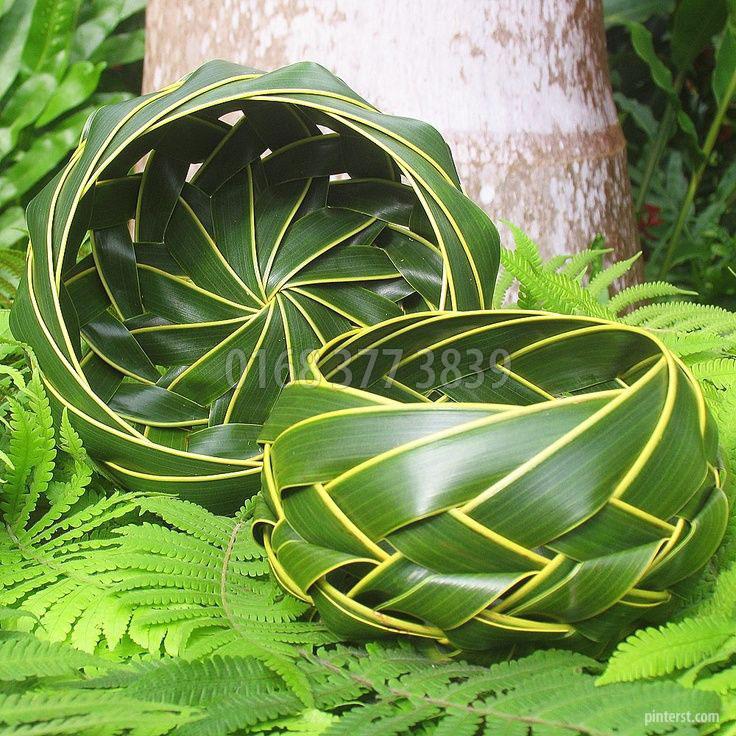 Giỏ hoa lá dừa