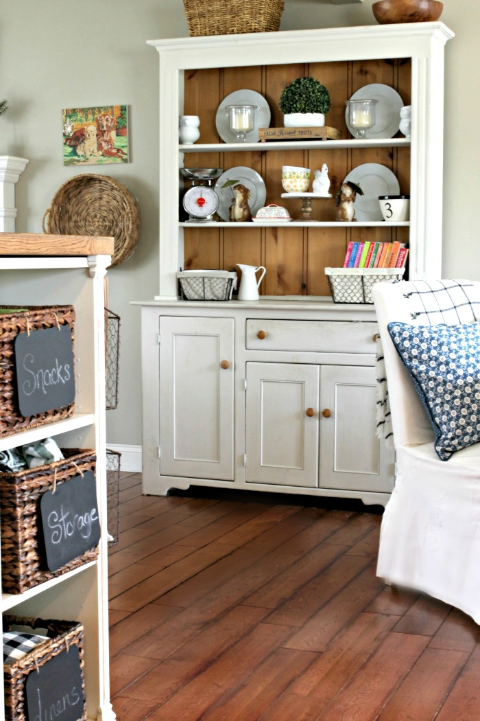 Farmhouse style painted hutch - www.goldenboysandme.com