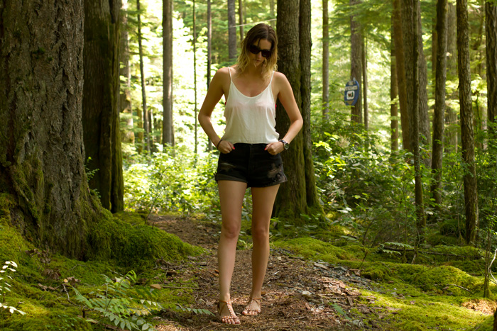 Vancouver Fashion Blogger, Alison Hutchinson, wearing Brandy Melville cropped white tank top, One Teaspoon Hawks cutoff shorts, H&M sandals, Zara pink bandeau bikini