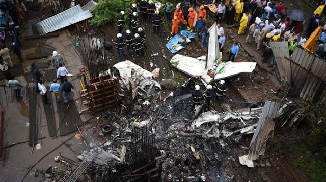 Istirahat Makan Siang, 50 Pekerja Selamat dari Insiden Pesawat Jatuh