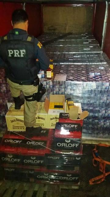 PRF apreende grande quantidade de bebidas transportadas de forma irregular na Régis Bittencourt