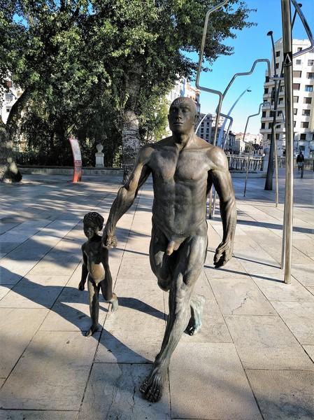 "Escultura ""Camino de la Evolución"" de Casto Solano"