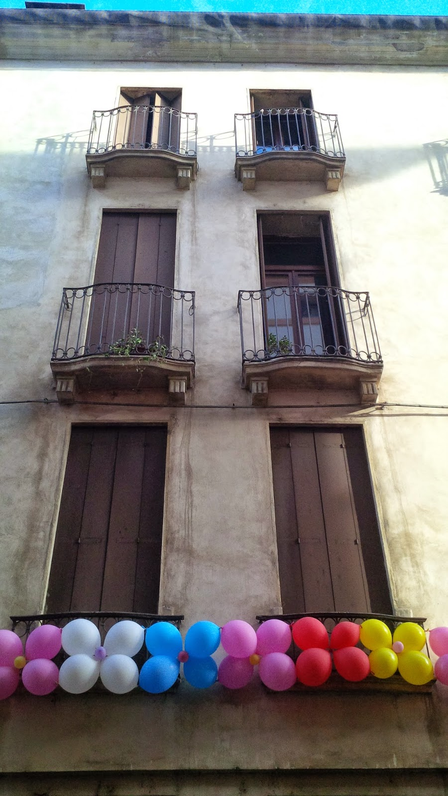 A house adorned with balloons in Vicenza
