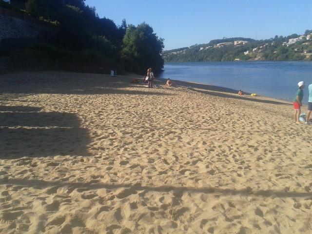 Areal Praia Fluvial de Arnelas junto ao Rio Douro