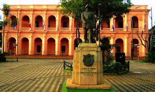 Fachada do Cabildo, em Asuncion, Paraguai