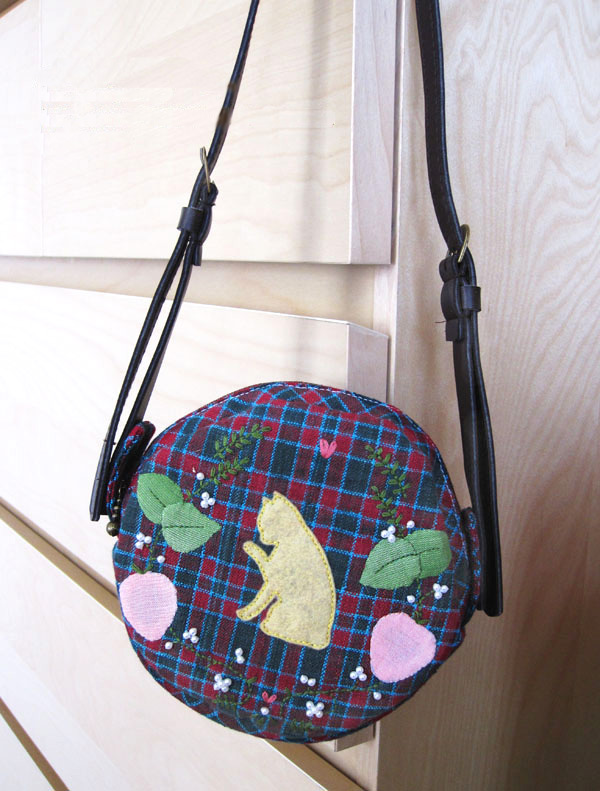 How to Sew a Round Bag sewing pattern DIY Tutorial in Pictures.