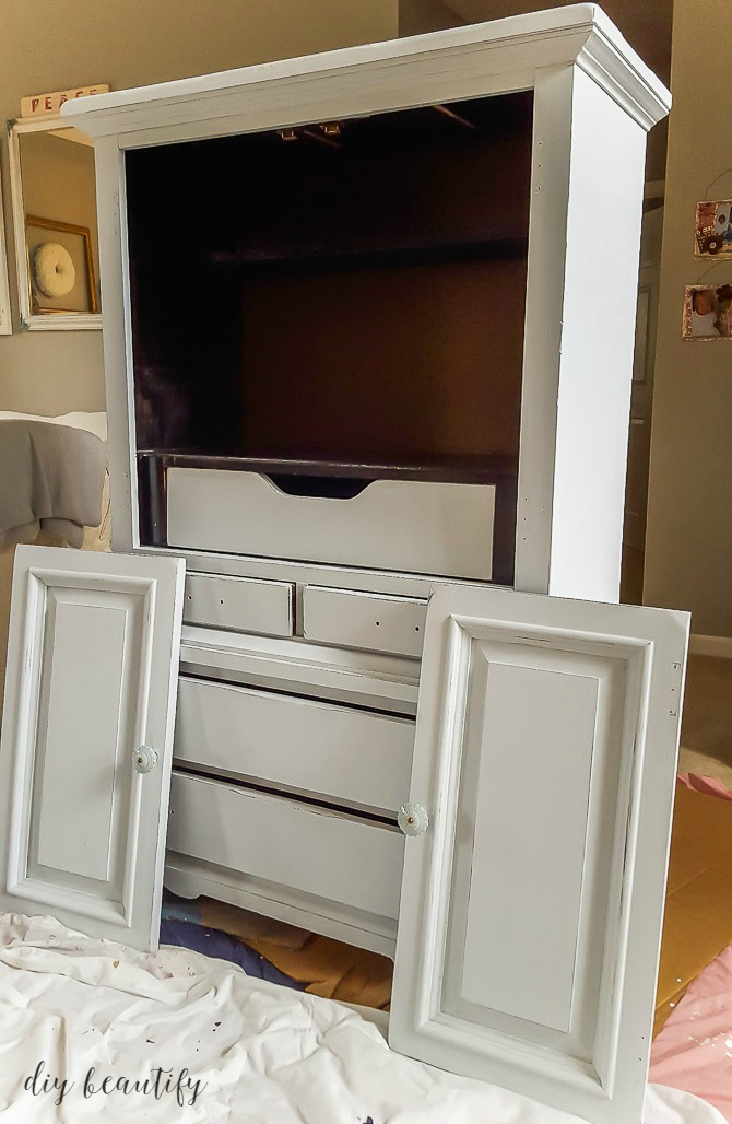 painting cabinet