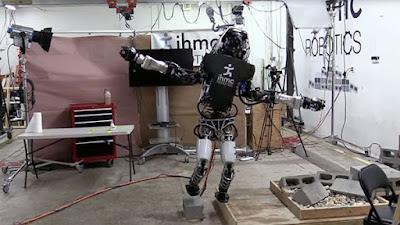 Το ανθρωποειδές ρομπότ Atlas πλέον ισορροπεί επάνω σε ξύλο με φάρδος μόλις 2cm!