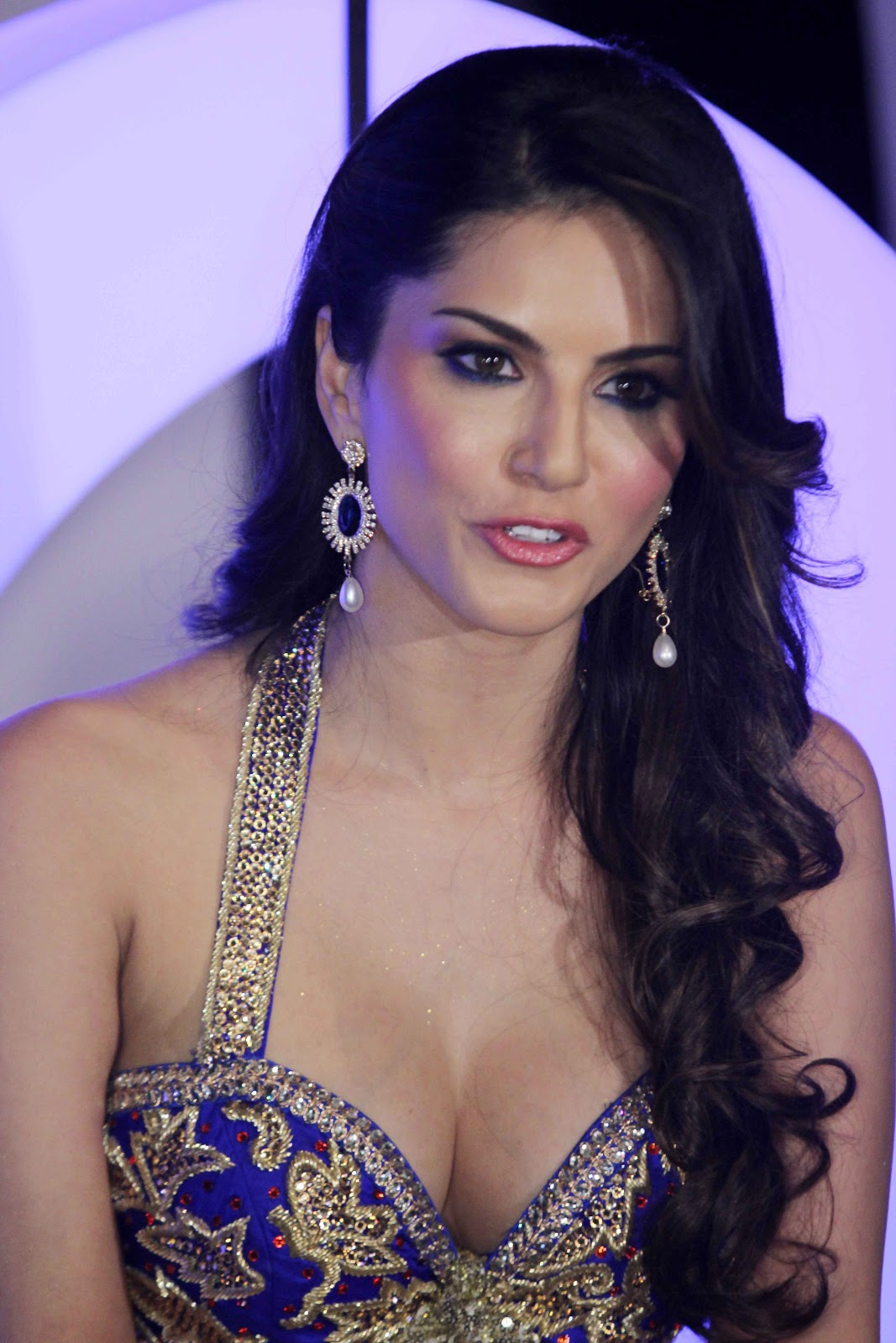 Sunny leone x photo