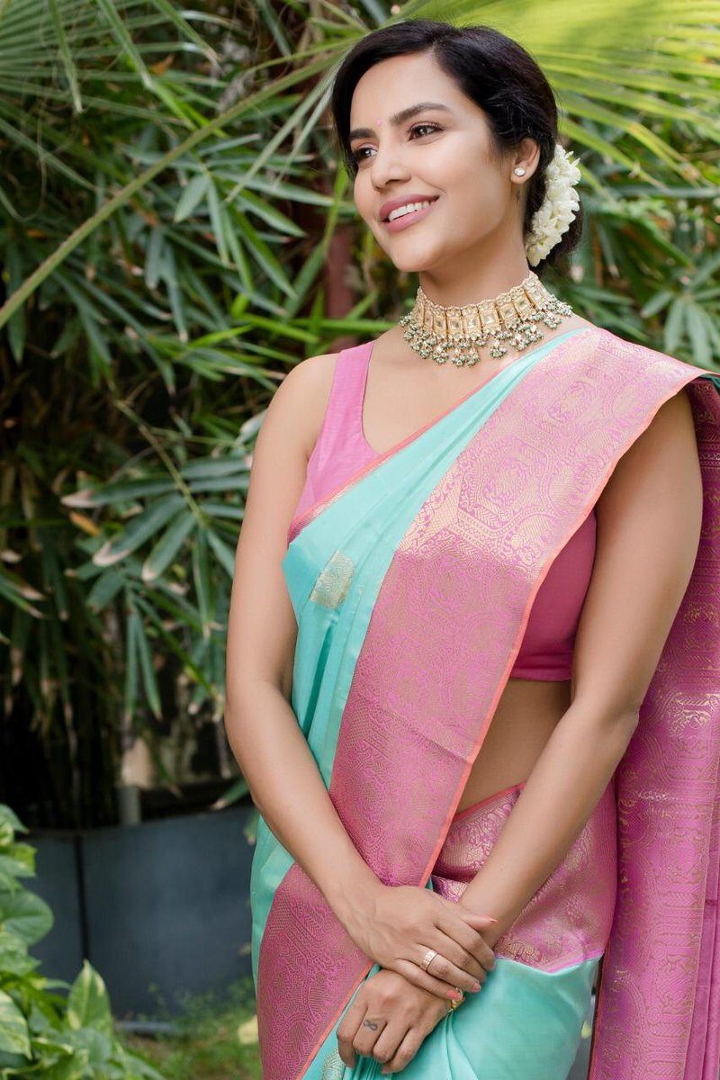 Actress PriyaAnand HotPhotos MakeUp BeautyTips Fashion WallPapers Biography Wikipedia MoviesList VideoSongs Photoshoots