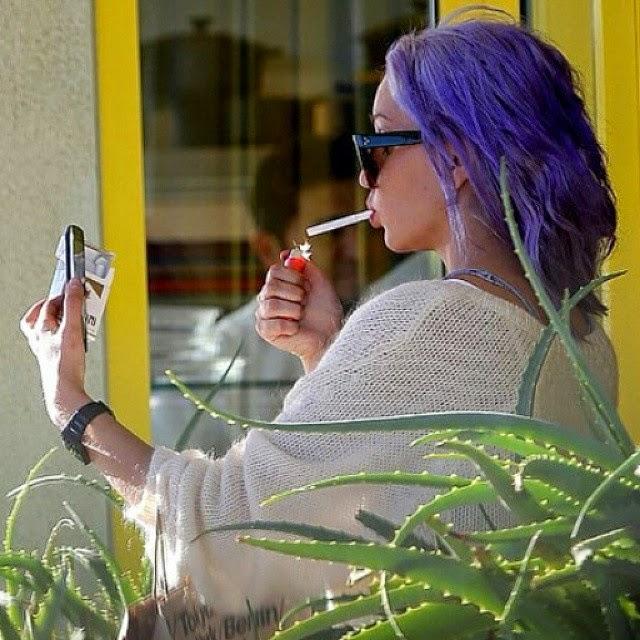 Amanda Bynes se cambia de color de cabello a lila