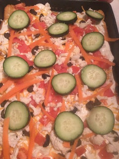 How to make a vegetable pizza, easy crescent veggie pizza, ultimate party food, vegetarian recipe, food ideas for showers,
