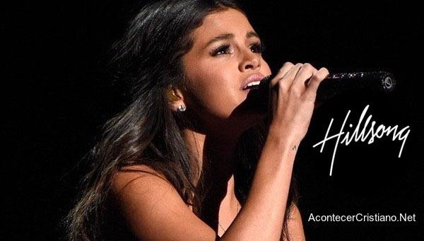 Selena Gómez canta en concierto de Hillsong