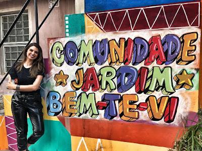 Mônica Fonseca na cidade cenográfica do SBT (Foto: Divulgação SBT)