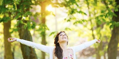 Orang yang selalu bersemangat menjalani hari biasanya hidup dalam kebahagiaan daripada mer Tips Menjalani Hidup Bahagia & Bersemangat