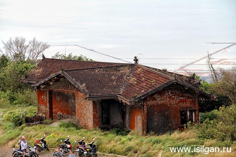 Chernyj-Dvorec-Nacionalnyj-park-Bokor-Kambodzha-Cambodia-Black-Palace