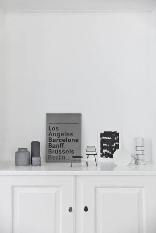 Die Norm Architects haben in Kopenhagen ein neues Studio eröffnet. Die Räume haben einen Betonfussboden und weiße Wände und sind schlicht-minimalistisch eingerichtet.