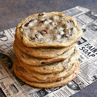 Thick-and-Gooey-Chocolate-Chip-Cookies-4