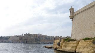 Fuerte de St. Angelo y vistas de La Valletta desde Vittoriosa.