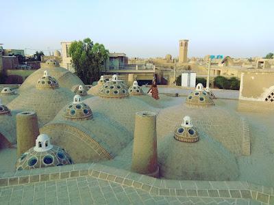 Vistas del tejado de los baños termales en Kashan
