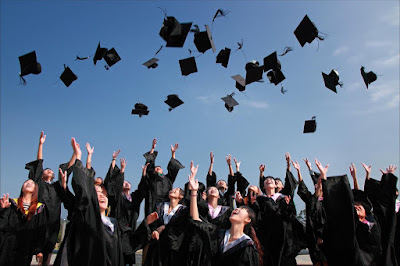 Mengapa Banyak yang Memilih Melanjutkan Kuliah Lagi?
