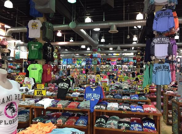 Compras na loja de variedades Alvin's Island em Miami