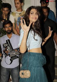 Sonam Kapoor Bollywood ~ .xyz Exclusive 006.jpg