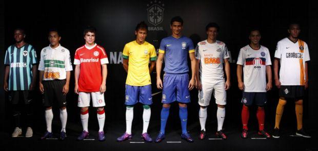 No evento no Rio foram apresentadas as novas camisas Nike para a temporada  2012 com curioso destaque para times das favelas do Rio (primeira à esquerda)  e ... 8173d19e7159b