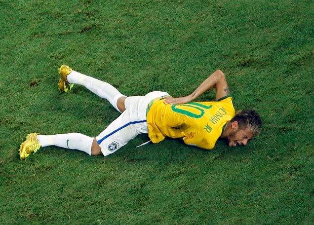 Neymar gets hurt during the game against Colombia
