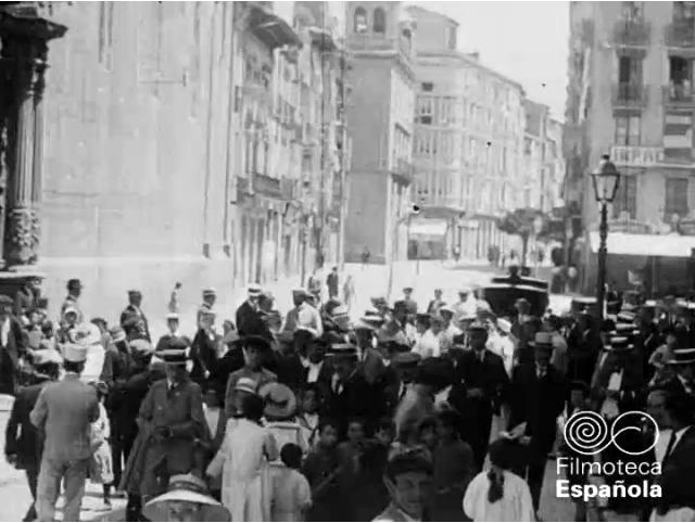 Calle Portales a la salida de la Concatedral de La Redonda