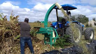 Prefeitura de Baraúna adquire máquina ensiladeira para beneficiar agricultura