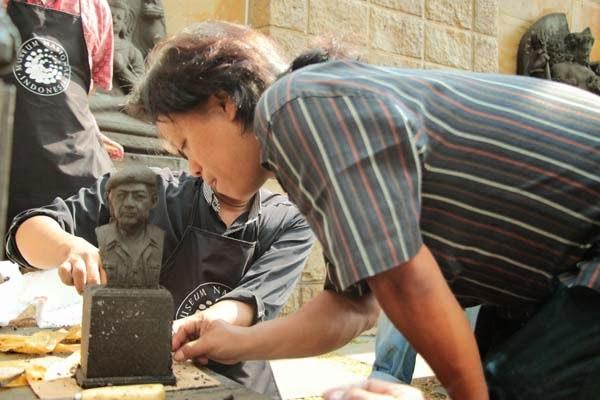 pelatihan membuat patung batu