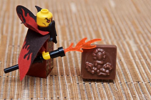 Lego - Advent Calendar - Calendrier de l'Avent - Lego - Mage - Magic - Dark Magician - Fire - Sorcerer - Chocolat au lait