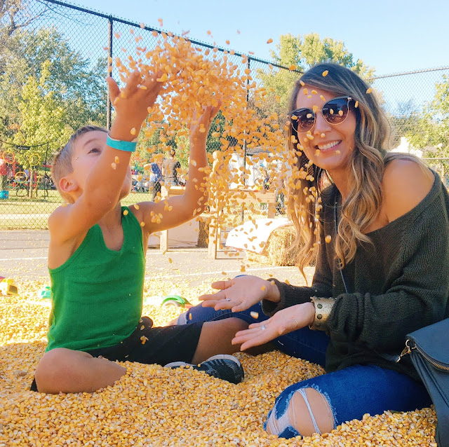 Fall Bucket List!  Don't miss out on making memories this fall!  Check out our family's fall bucket list for lots of family fun inspiration!   /   Midwestern Mama