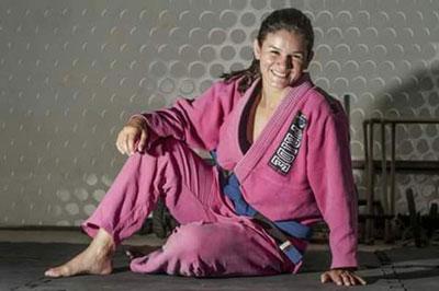 Begal Menangis Dipukuli Petarung Wanita Cantik MMA