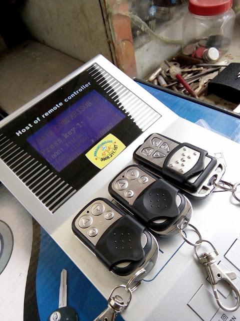 Sao Chép Remote Cửa Cuốn Chuyên Nghiệp Có Bảo Hành