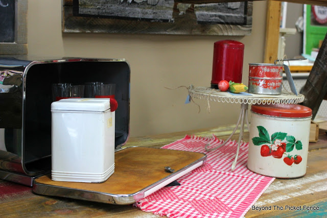 vintage picnic, vintage tins, red and white decor, antiques, cakestand, tea towel, http://bec4-beyondthepicketfence.blogspot.com/2016/06/picnic-time.html
