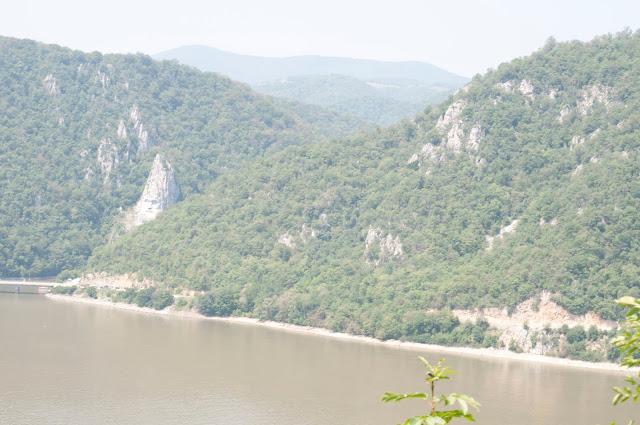 Vedere inspre malul romanesc din Serbia