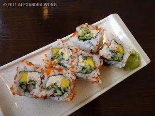 D'Bento Sushi mango and spicy tuna roll