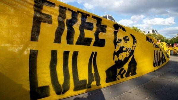 Jueces de Brasil visitan a Lula en prisión para brindar apoyo