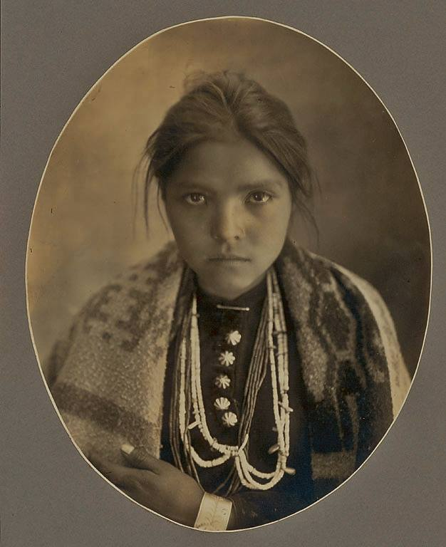 life of the navajo indian tribe There are many american indian tribes southwest indians native american sand painting anasazi indians apache indian navajo indians pueblo indians.