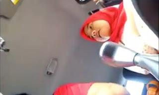 Bokep ABG Berjilbab Mesum di Mobil