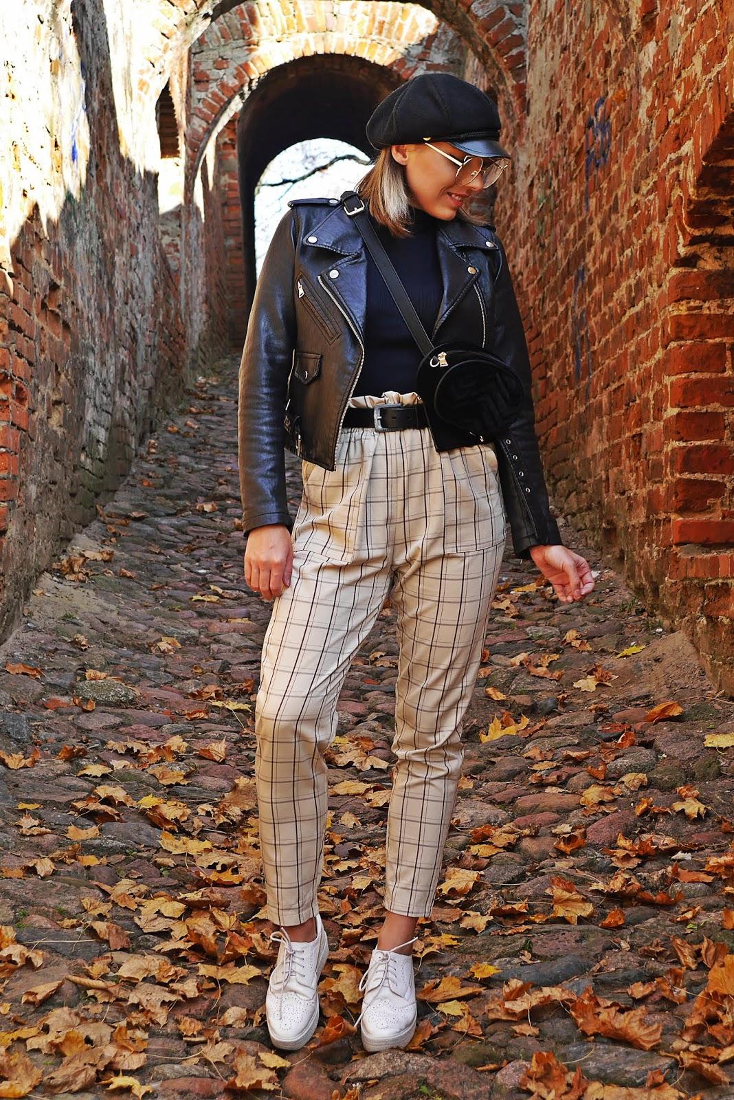 plaid pants turtle neck sweater biker jacket outfit karyn modowe stylizacje blog modowy damski puławy blogerka modowa